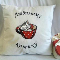 Embroidered cushion with cat in cup
