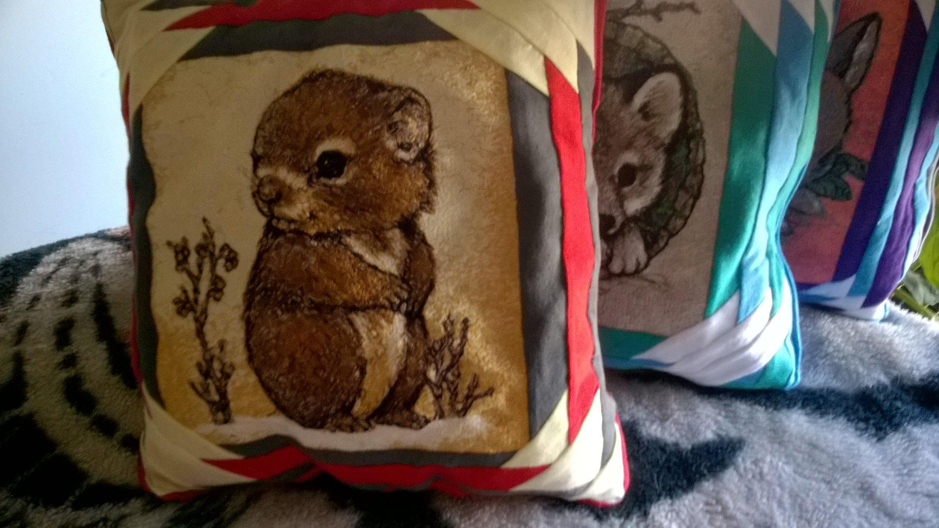 Embroidered cushion with little hamster free design