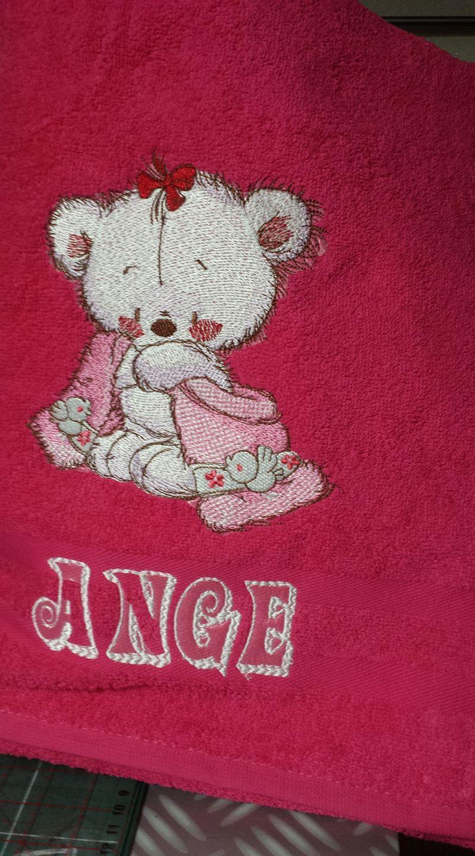 Teddy bear after bath embroidery design