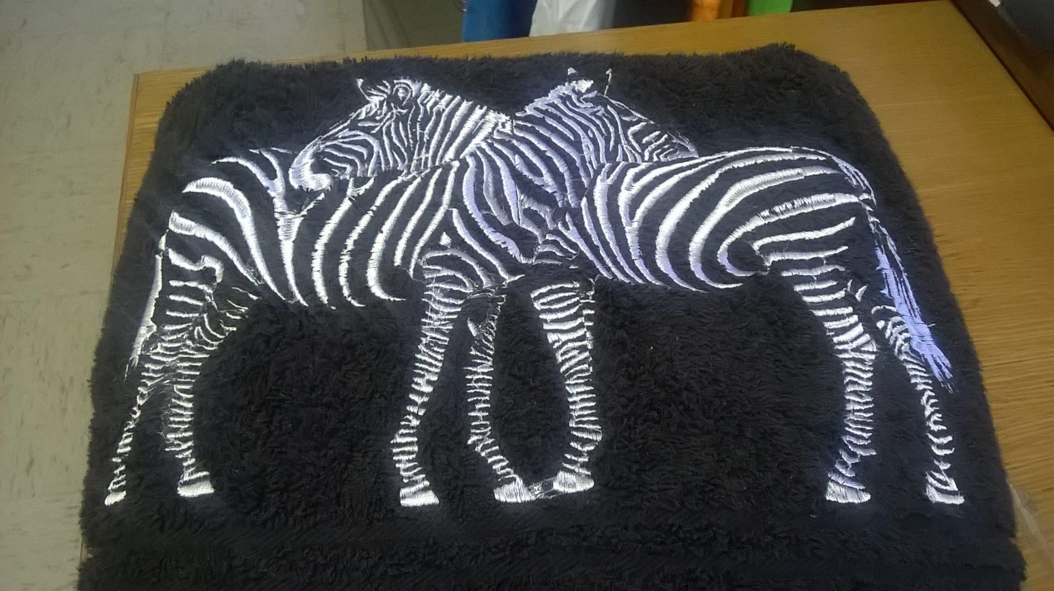 Two zebras free embroidery design