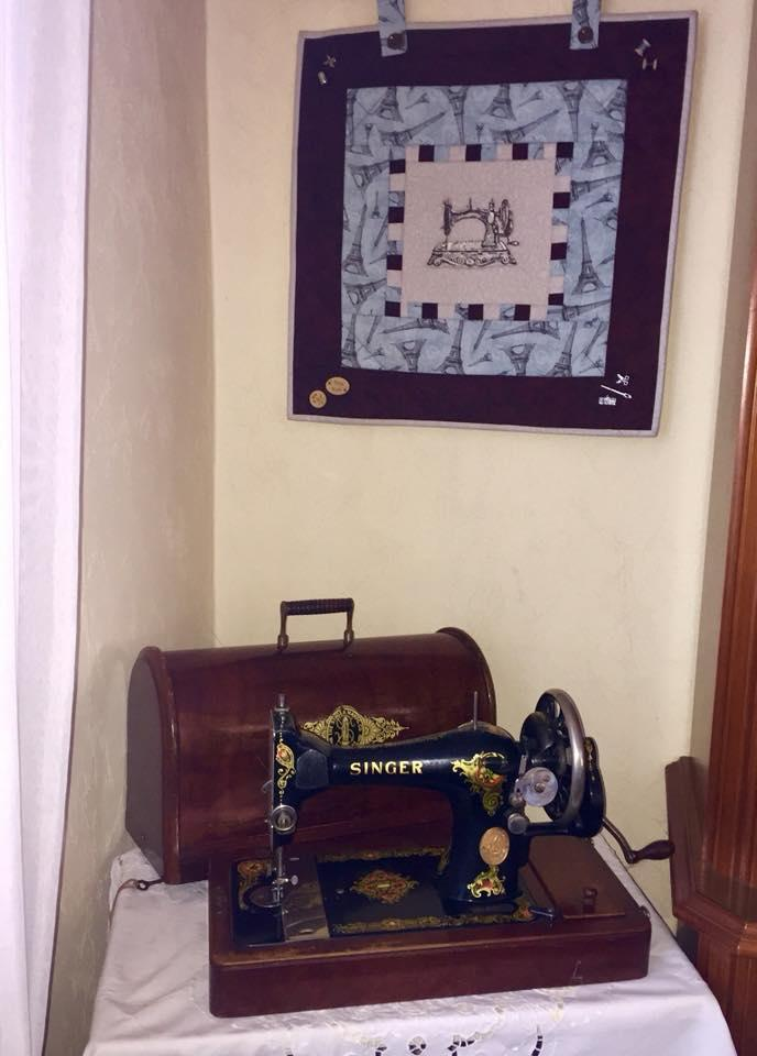 Embroidered picture with old sewing machine design
