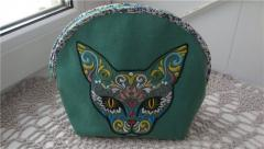 Cosmetic bag with cat machine embroidery design