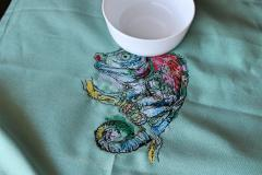 Embroidered napki lizard and cup