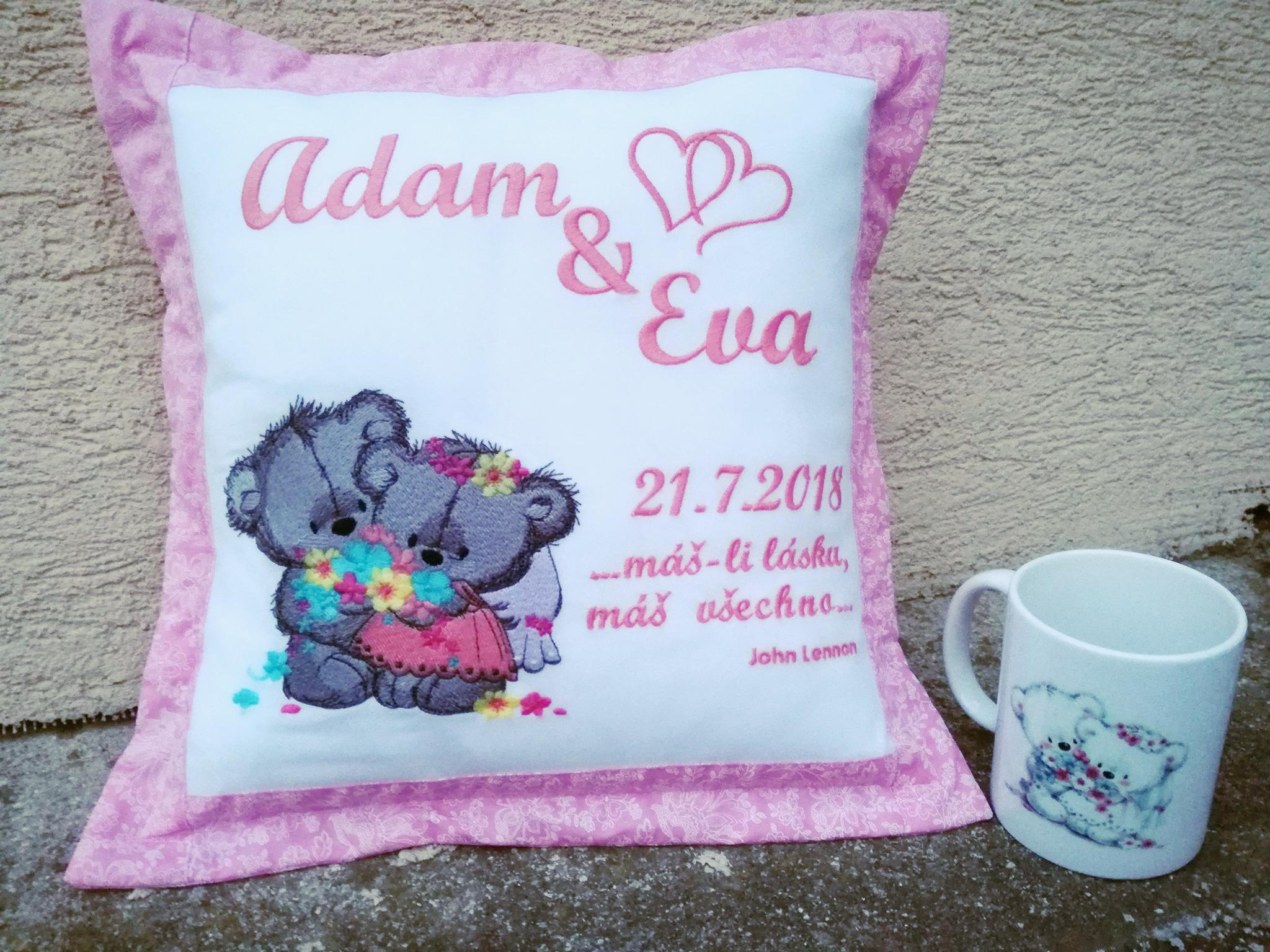 Embroidered cushion with Teddy bears wedding design
