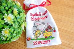 Embroidered bag with baby bunny design