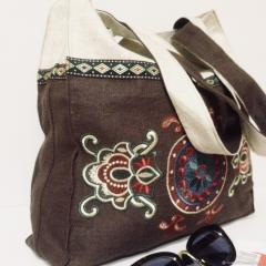 Embroidered bag with floral ornament free design