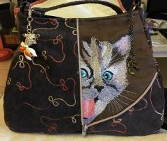 Embroidered bag with curious kitten free design