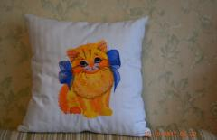 Embroidered cushion with kitty with design