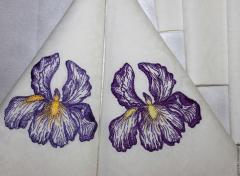 Embroidered napkins with violet irises free design