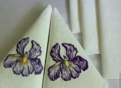 Embroidered napkins with violet iris free design