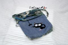 Embroidered bag with kitten and spider free design