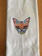 Embroidered towel with Mexican cat design