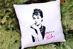 Audrey Hepburn I believe in Pink machine embroidery design