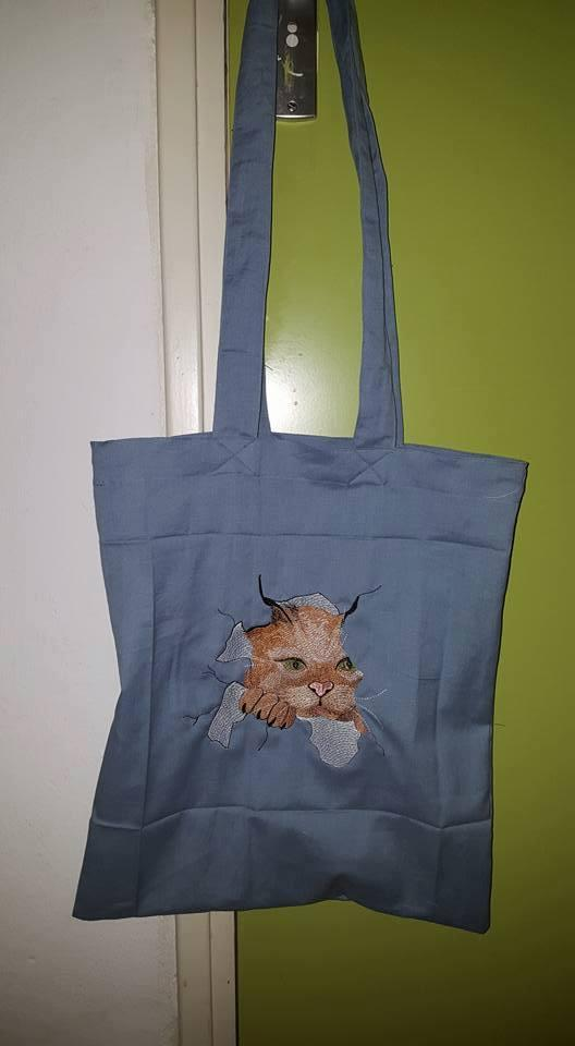 Embroidered bag with Angry cat free design