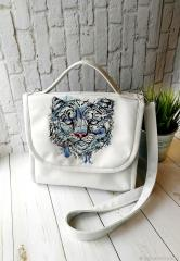 Embroidered bag snow leo