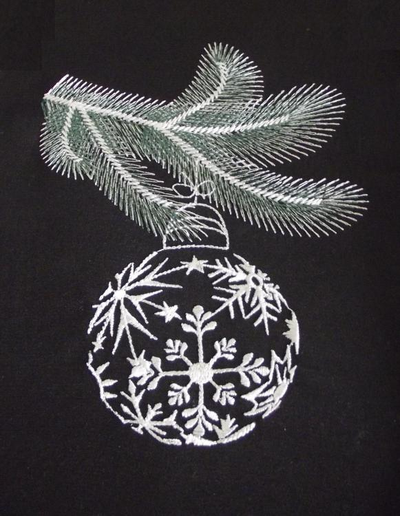 Embroidered_christmas_ball_free_design.JPG