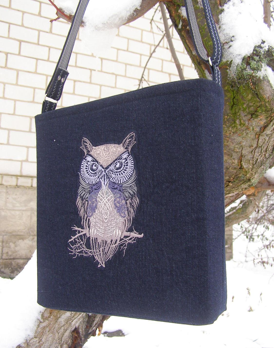 Embroidered bag with Tribal forest owl design