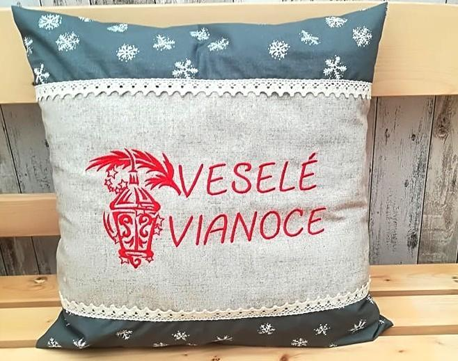 Embroidered cushion with Christmas lamp free design