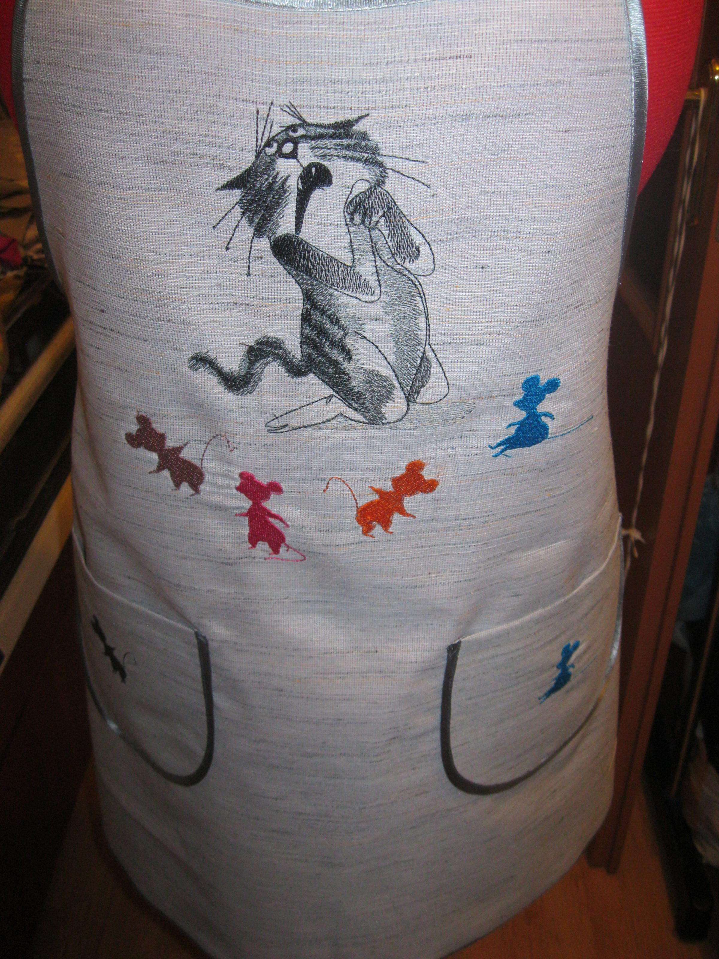 Kitchen apron with Sneaky cat free embroidery design