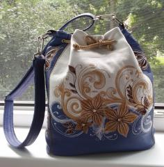 Embroidered bag with Flower design