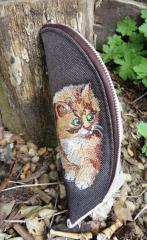 Embroidered сase with Curious kitty design