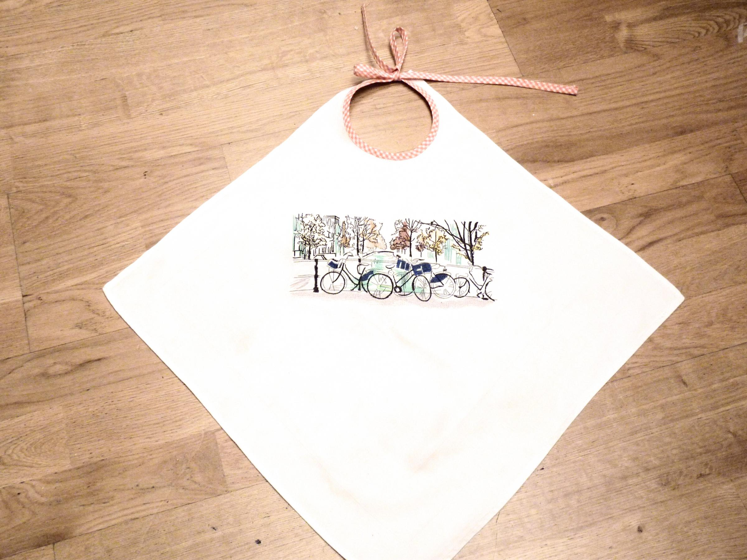 Embroidered bib with Bicycles in city design