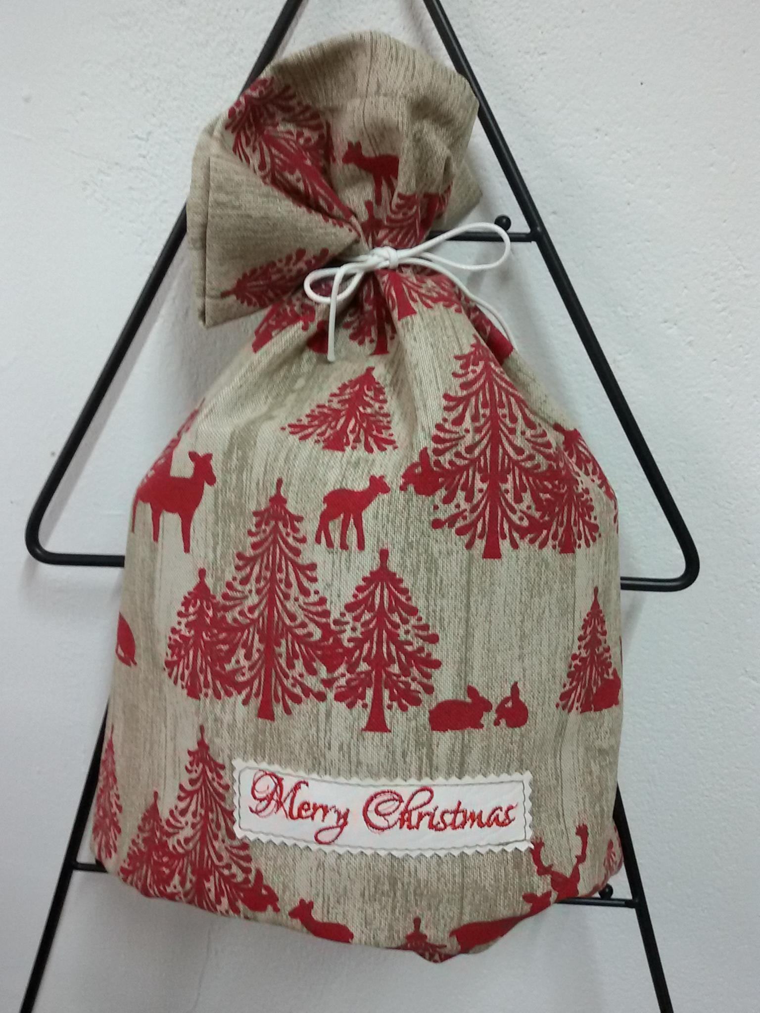Embroidered gift bag with Merry Christmas free design
