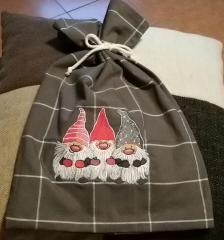 Embroidered bag with Dwarves design