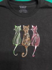 Embroidered t-shirt with Three cats design