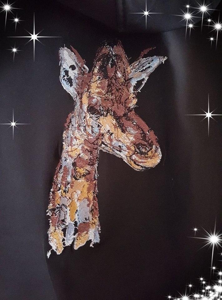 Giraffe free embroidery design