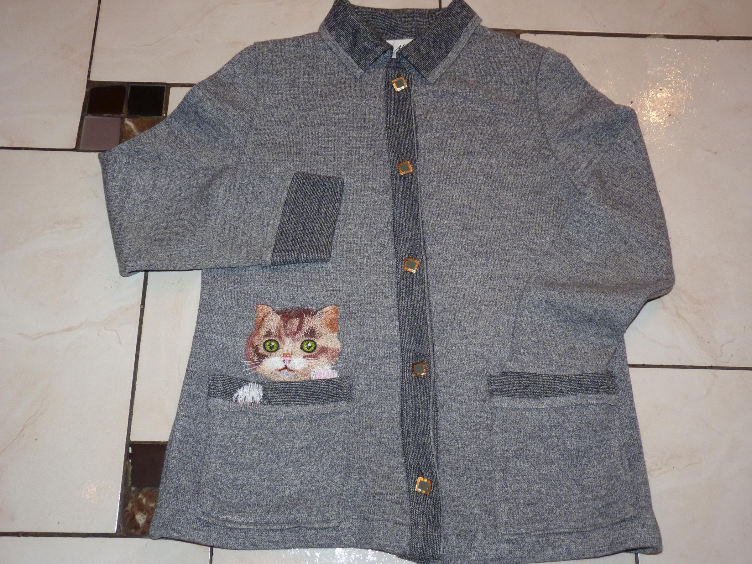 Embroidered cardigan with Kitty free design