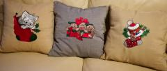Embroidered set of cushions with Cristmas designs