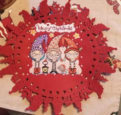 Embroidered napkin with Three gnomes design