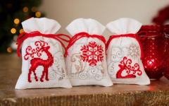 Three embroidered gift bags with Christmas free designs