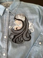 Embroidered shirt with Dreamgirl design