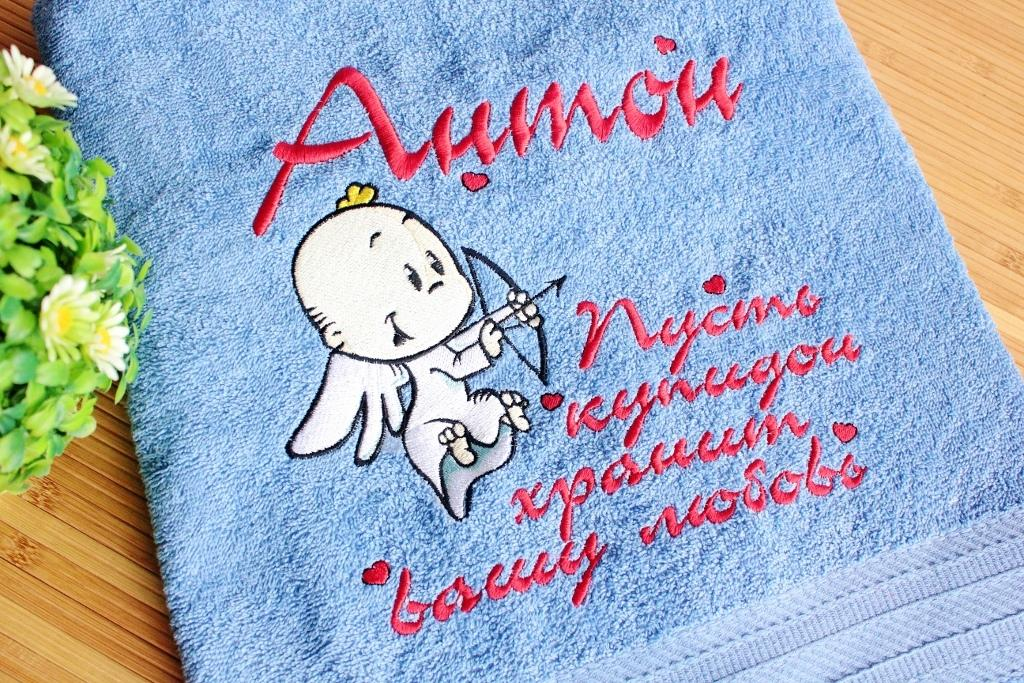 Embroidered towel with Cupid design