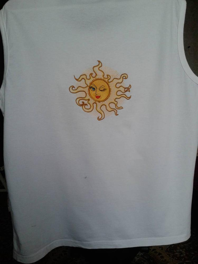 T-shirt with sun free embroidery design