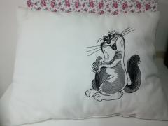 Embroidered cushion with Funny cat free design