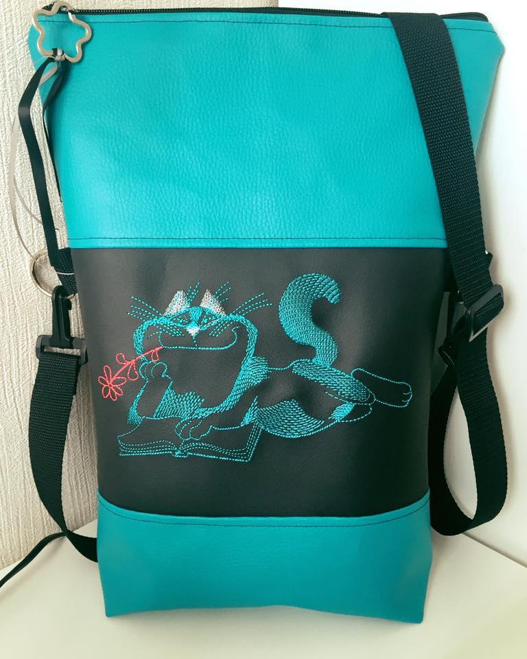 Women's bag with cat like read book free embroidery design