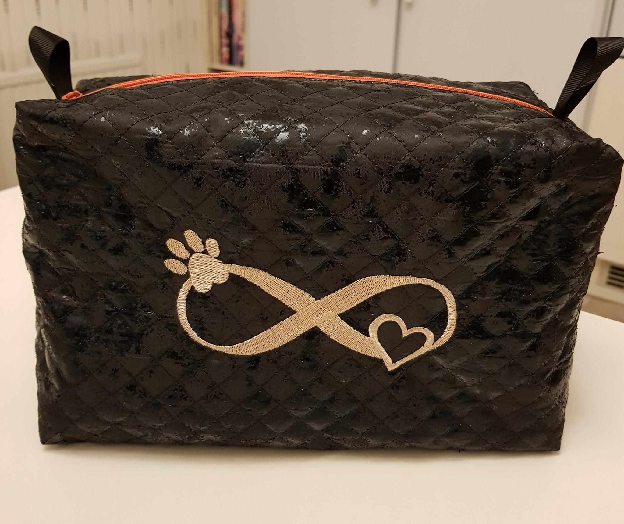 Embroidered bag with Paw free design