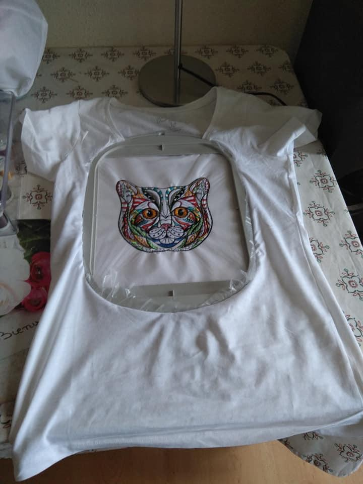 Embroidered t-shirt with Mosaic cat
