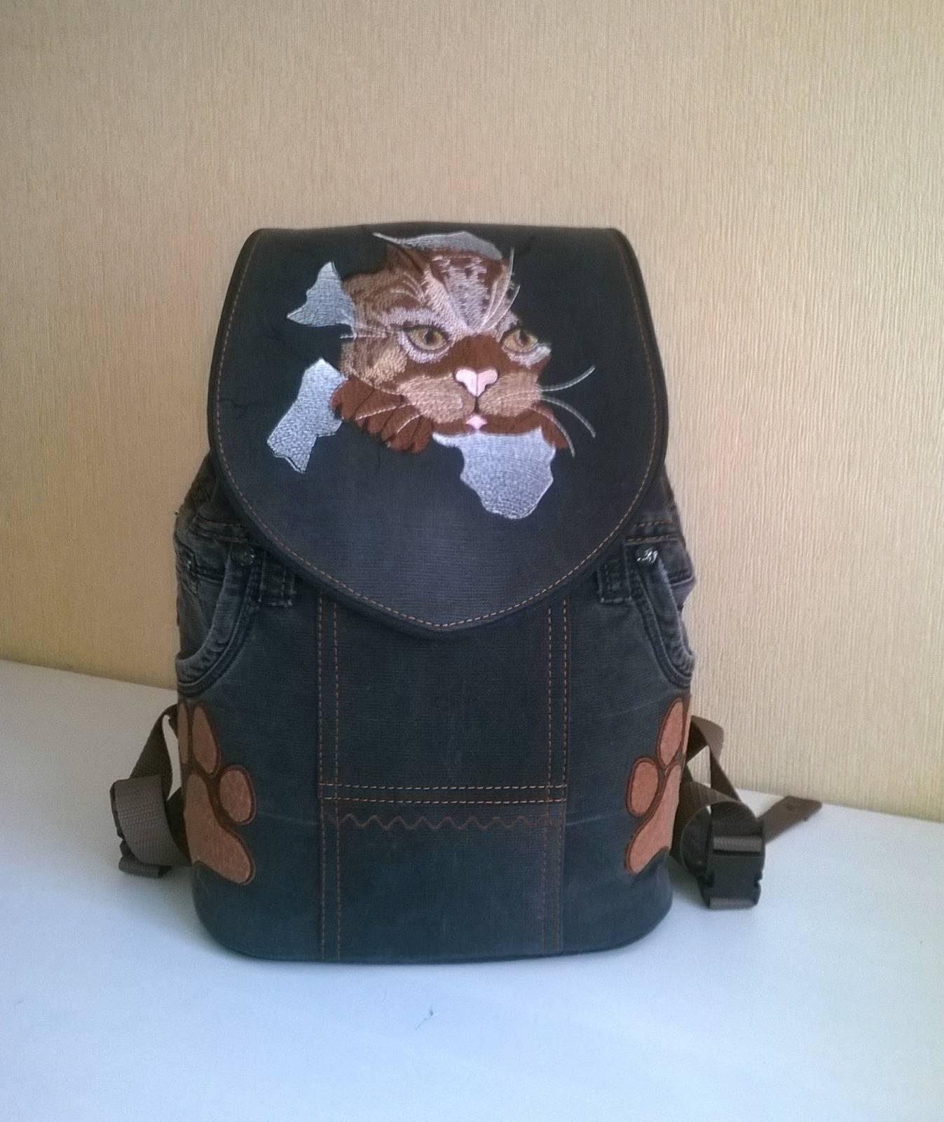 Backpack with Angry cat free embroidery design