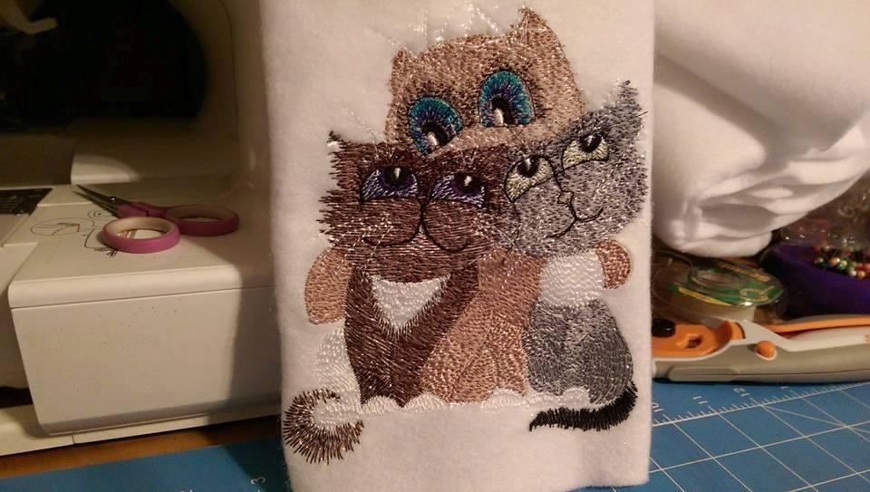 Bag with kittens free embroidery design