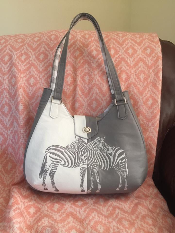 Bag with two zebras free embroidery design