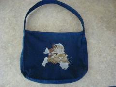 Embroidered bag with cat free design