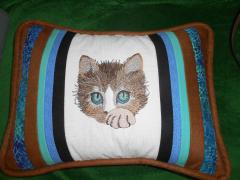 Pillow with cute kitten free embroidery design
