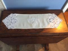 Embroidered napkin with free design