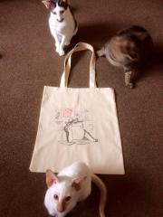 Shopping bag with pensive cat free embroidery design