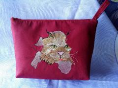 Small bag with angry cat free embroidery