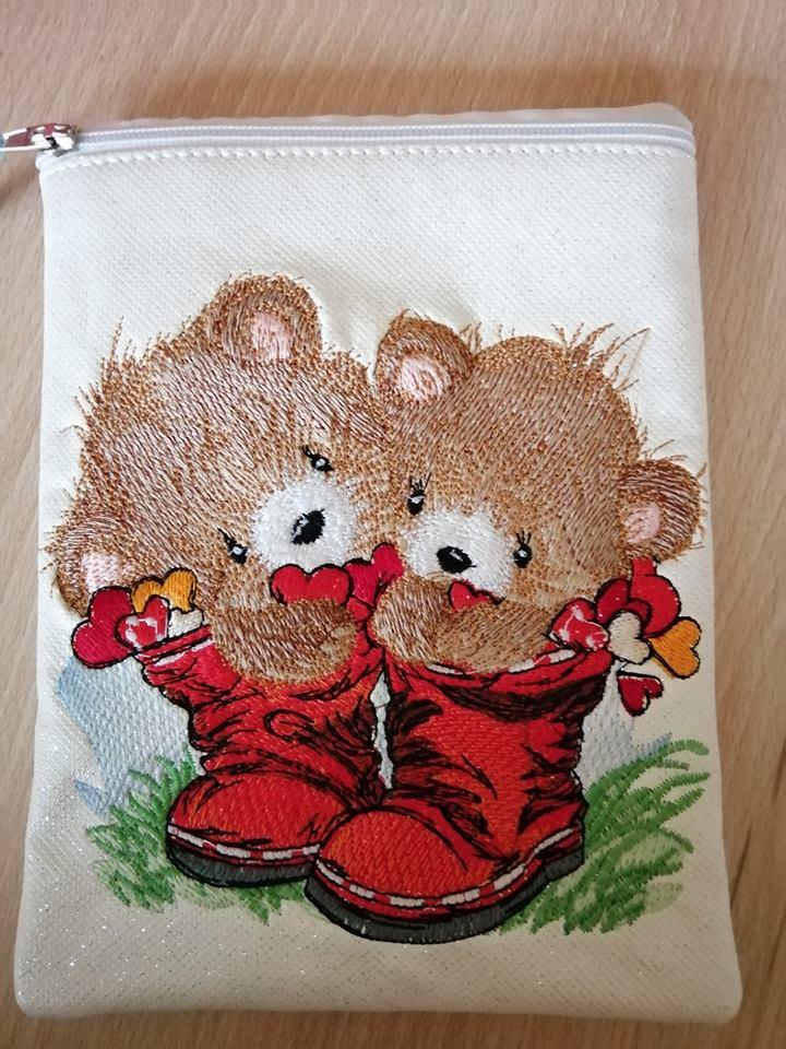 Embroidered handbag with Cute bears design